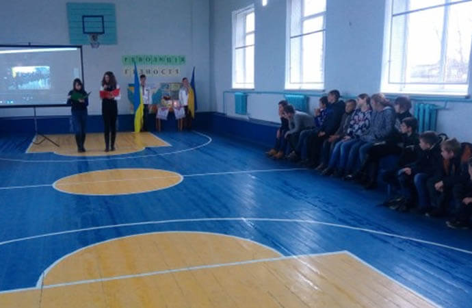 Отремонтированы спортивные залы в двух школах Березовского района