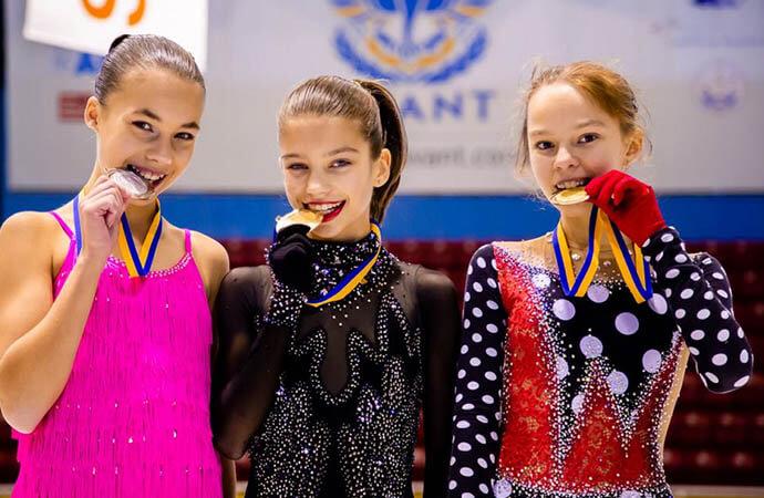 Юные фигуристки Одессы завоевали 8 медалей