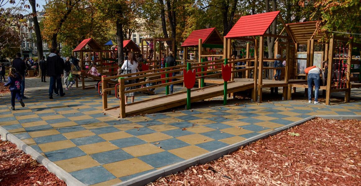 Открыли площадку для детей с инвалидностью — на Соборной площади